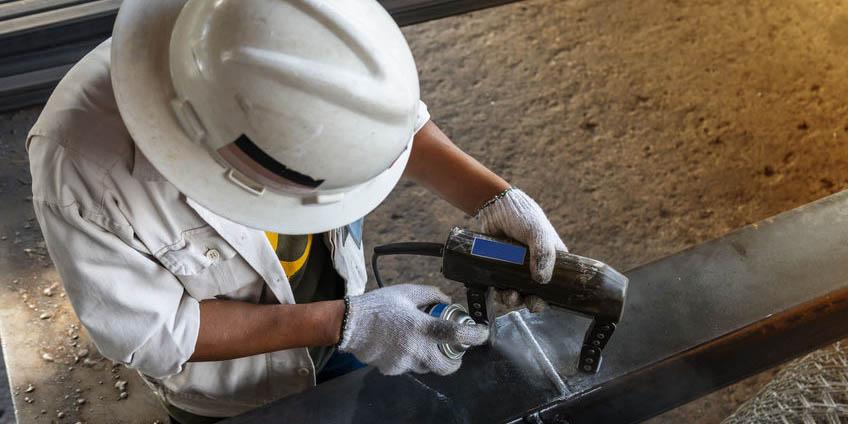 通过磁粉检测铁磁性工件表面及近表面缺陷